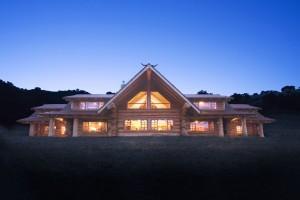 Maison en bois de luxe en rondin empliés
