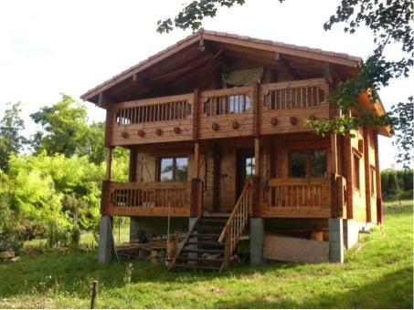 maison en bois vue face