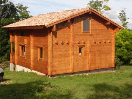 maison en bois vue derrière